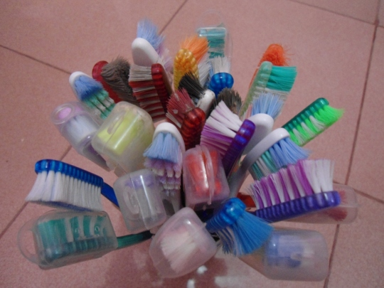 2. sikat gigi